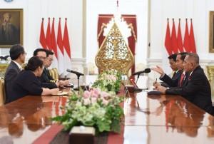 Presiden Jokowi menerima Menteri Pertahanan Republik Korea, Song Young Moo, dan delegasi, Rabu (31/1) siang di Istana Merdeka, Jakarta. (Foto: Humas/Rahmat).