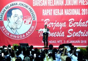 Presiden Jokowi memberikan arahan pada Rakornas Bara JP 2018, di Pulau Rote, NTT, Senin (8/1) sore. (Foto: Rahmat/Humas)