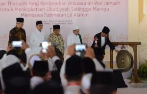 Presiden saat menghadiri pembukaan Muktamar XII JATMAN, di Pendopo Kabupaten Pekalongan, Jawa Tengah, Senin (15/1) siang. (Foto: JAY/Humas)