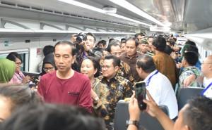 Presiden Jokowi dan Menhub mencoba kereta Bandara Soekarno Hatta, 3 Januari 2018