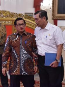 Menko Kemaritiman dan Seskan sebelum Sidang Kabinet Paripurna di Istana Negara, Jakarta, Rabu 3 Januari 2018 Pukul 14.00 WIB