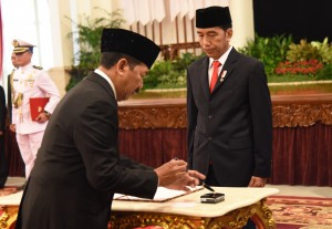 President Jokowi inaugurates Major General (ret.) Djoko Setiadi as Head of National Cyber and Encryption Agency at the State Palace, Jakarta, Wednesday (3/1). (Photo by: Public Relations Division/Rahmat).