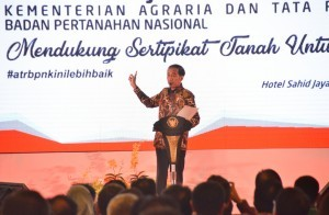 President Jokowi delivers his remarks at the 2018 National Working Meeting of the Ministry/BPN at Puri Agung Convention Hall, Sahid Jaya Hotel, Jakarta, Wednesday (10/1). (Photo by: Public Relations Division/Deni)
