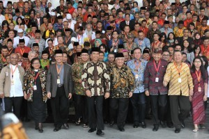 President Jokowi and the participants of Religious Leaders Conference for National Harmony on Saturday (10/2), at the Bogor Presidential Palace, West Java