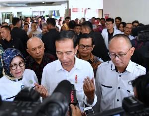Presiden usai meninjau pelayanan Rumah Sakit Umum Pendidikan (RSUP) Dr. Hasan Sadikin (RSHS), Kota Bandung, Kamis, (22/2). (Foto: BPMI)