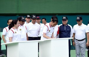 President Jokowi signs an inauguration inscription of the Renovated Gelora Bung Karno Tennis Court, Senayan, Jakarta, on Saturday (3/2)