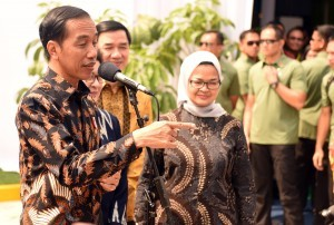 President Jokowi responds to reporters' questions after inaugurating Factory for Raw Materials of Medicine and Biological Products, PT Kalbio Global Medika, in Cikarang, Bekasi, West Java, Tuesday (27/2) morning (Photo: Rahmat/Humas).