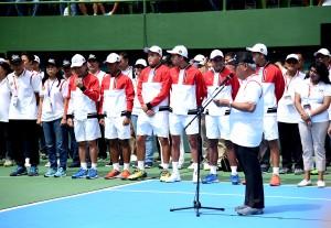 Menteri PUPR saat memberikan laporan kepada Presiden mengenai renovasi lapangan tenis indoor dan outdor GBK, Senayan, Jakarta, Sabtu (3/2). (Foto: Humas/ Agung).