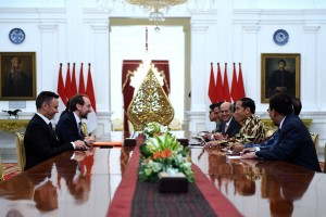 President Jokowi attends a meeting with High Commissioner for Human Rights Zeid Ra'ad al-Hussein at the Merdeka Palace, Jakarta, Tuesday (6/2). (Photo by: OJI/Public Relations Division)