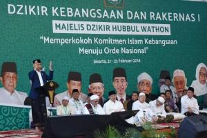 Presiden Jokowi saat memberikan sambutan pada pembukaan Zikir Kebangsaan dan Rakernas I Majelis Dzikir Hubbul Wathon, di Asrama Haji Pondok Gede, Jakarta Timur, Rabu (21/2) malam. (Foto: Humas/Oji).