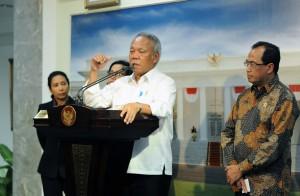 Menteri PUPR dalam keterangan pers usai Rapat Terbatas, di Kantor Presiden, Jakarta, Selasa (20/2) sore. (Foto: Humas/Jay).