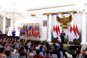 President Jokowi delivers his remark at a working meeting of Chiefs of Indonesian Mission with Minister of Foreign Affairs, at Pancasila Building, MoFA, Jakarta, Monday (12/2). (Photo: PR/Oji)