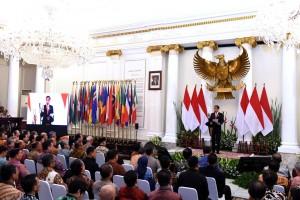 Presiden saat memberikan sambutan pada Rapat Kerja Kepala Perwakilan RI dengan Kementerian Luar Negeri, di Gedung Pancasila, Kemenlu, Jakarta, Senin (12/2). (Foto: Humas/Oji).