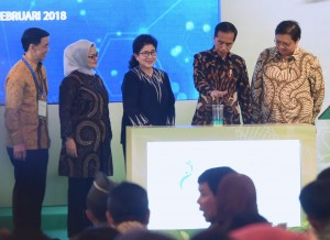 President Jokowi accompanied by Industry Minister and Health Minister inaugurate Medicine Raw Materials and Biological Product Plant of PT Kalbio Global Medika–Kalbe Group at Delta Silikon 3 Industrial Zone, Lippo Cikarang, Bekasi, West Java, Tuesday (27/2). (Photo by: Rahmat/Public Relations Division)