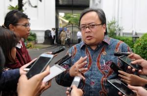 Menteri PPN/Kepala Bappenas menjawab pertanyaan wartawan usai Sidang Kabinet Paripurna, di Istana Negara, Jakarta, Senin (5/3). (Foto: Humas/Jay)