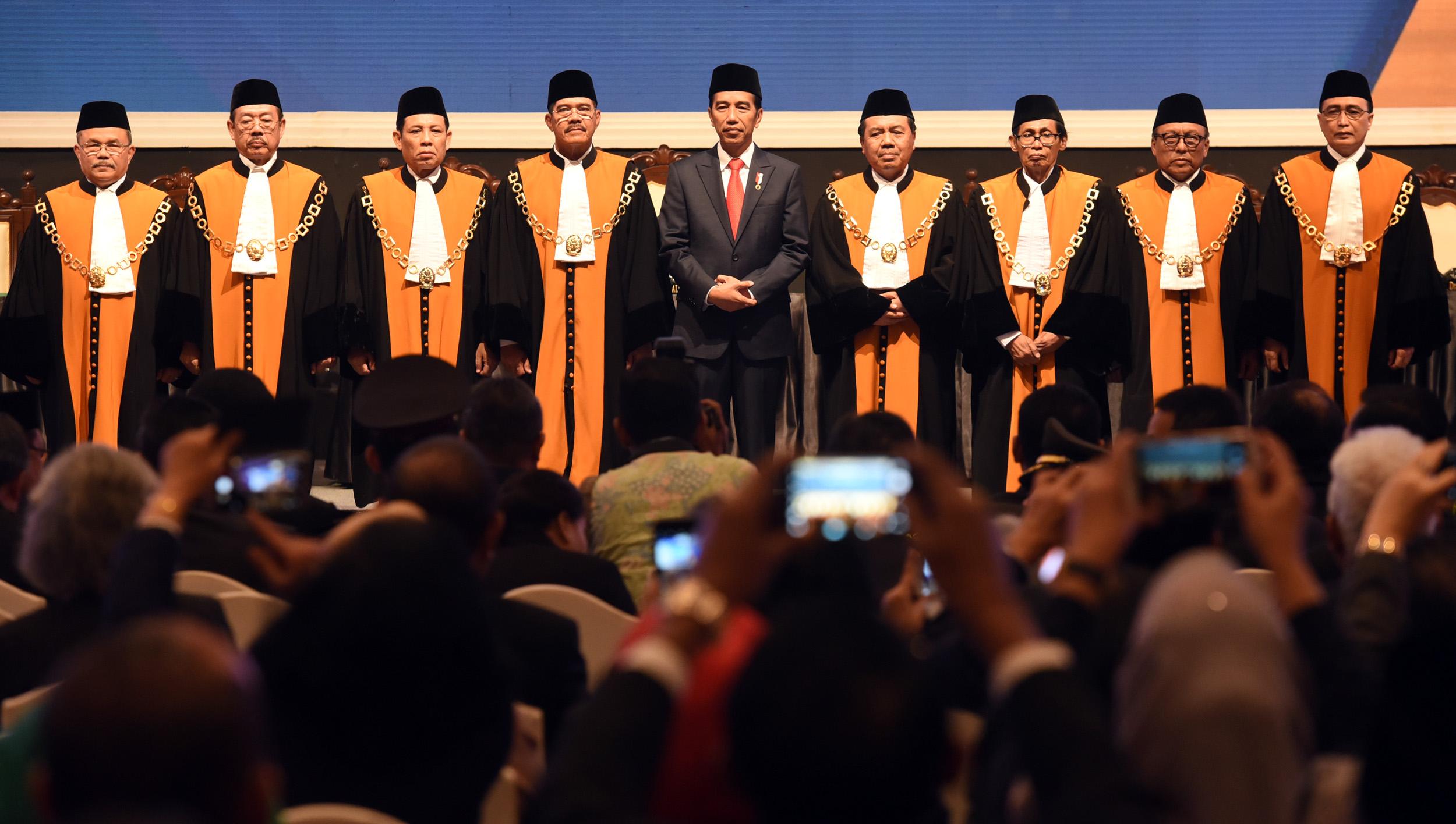 President Jokowi Supports Severe Punishments for Corruptors, Drug
