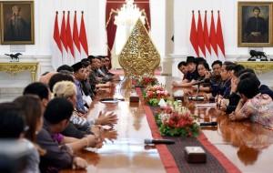 Presiden Jokowi saat bertemu dengan sejumlah musisi nasional, di Istana Merdeka, Jakarta, Kamis (23/3). (Foto: Humas/Jay).