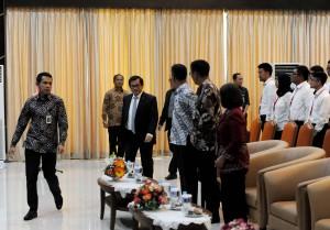 Seskab Pramono Anung saat akan berikan orientasi kepada CPNS Setkab di Aula Gedung III Kementerian Sekretariat Negara (Kemensetneg), Kamis (1/3). (Foto: Humas/Jay).