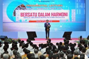 Presiden Jokowi saat menyampaikan Presidential Lecture kepada CPNS Tahun 2017, di Istora Senayan, Jakarta, Selasa (27/3). (Foto: Humas/Agung)