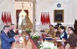 Presiden saat menerima kunjungan kehormatan Mendagri Australia di Istana Merdeka, Jakarta, Senin (5/3). (Foto: BPMI).