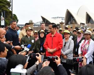Presiden Jokowi memulai agenda pertama hari kedua kunjungan kerja di Sydney, Australia, Sabtu (17/3). (Foto: BPMI)