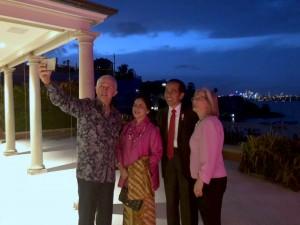Presiden Jokowi dan Ibu Negara Iriana makan malam di kediaman pribadi PM Turnbull yang berlokasi di Point Piper, Sydney, Sabtu (17/3). (Foto: BPMI)