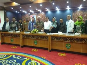 Gubernur Kaltim menerima kunjungan Komisi II DPR RI, Kamis (1/3), di Ruang Ruhui Rahayu, Kantor Gubernur Kalimantan Timur, Samarinda. (Foto: Humas/Anggun).