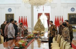 Presiden Jokowi saat menerima menerima Delegasi US-ASEAN Business Council, di Istana Merdeka, Jakarta, Selasa (13/3). (Foto: Humas/Jay)