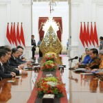 President Jokowi, accompanied by Minister of State Secretariat and Chairperson of BKSAP DPR RI received delegation from the Senate of Kazakhstan at Merdeka Palace, Jakarta, Tuesday morning (13/3). (Photo by: JAY/PR Division of Cabinet Secretariat)