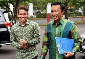 Menpora usai mendampingi Egy Maulana Vikri bertemu dengan Presiden Jokowi, di Istana Merdeka, Jakarta, Jumat (23/3). (Foto: Humas/Rahmat)