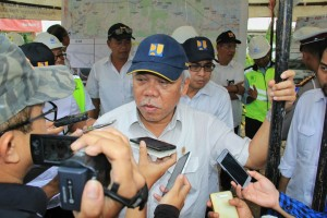 Menteri PUPR usai meninjau Jalan Tol Pemalang-Batang dan Batang-Semarang, Rabu (7/3). (Foto: BKP Kementerian PUPR)