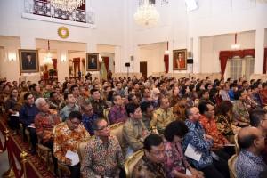 Para pimpinan bank umum nasional saat bertemu dengan Presiden Jokowi, di Istana Negara, Jakarta, Kamis (15/3) pagi. (Foto: OJI/Humas)
