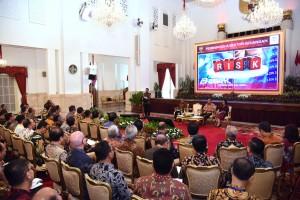 Presiden Jokowi memberikan arahan saat bertemu pimpinan industri perbankan nasional, di Istana Negara, Jakarta, Kamis (15/3) pagi. (Foto: OJI/Humas)