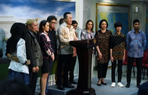 Chairman of Bekraf after meeting with President Jokowi to report National Music Day Event in Ambon, at Merdeka Palace, Jakarta, Thursday (22/3). (Photo: Public Relations/Jay)