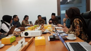 Suasana diskusi dipimpin oleh Kepala Staf Kepresidenan, di Bina Graha, Jakarta, Jumat (2/3) lalu. (Foto: KSP)