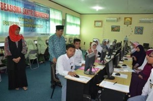Students partake in a scholarship test held by Religious Affairs Ministry.