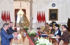 President Jokowi meets with Australian Home Affairs Minister at the Merdeka Palace, Monday (5/3). (Photo by: Bureau of Press and Media).
