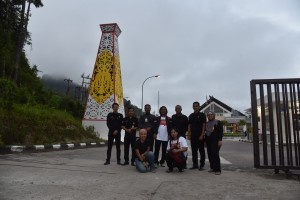 4 netizens visit Entikong State Border Check Point Sanggau Regency, West Kalimantan Province, Tuesday (24/4). (Photo: PR/Dhany)