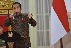 President Jokowi gives instruction at Plenary Cabinet Meeting on Availability of Indicative Budget Year 2018 and National Priorities Year 2019 at State Palace, Monday (9/4). (Photo: PR/Rahmat)