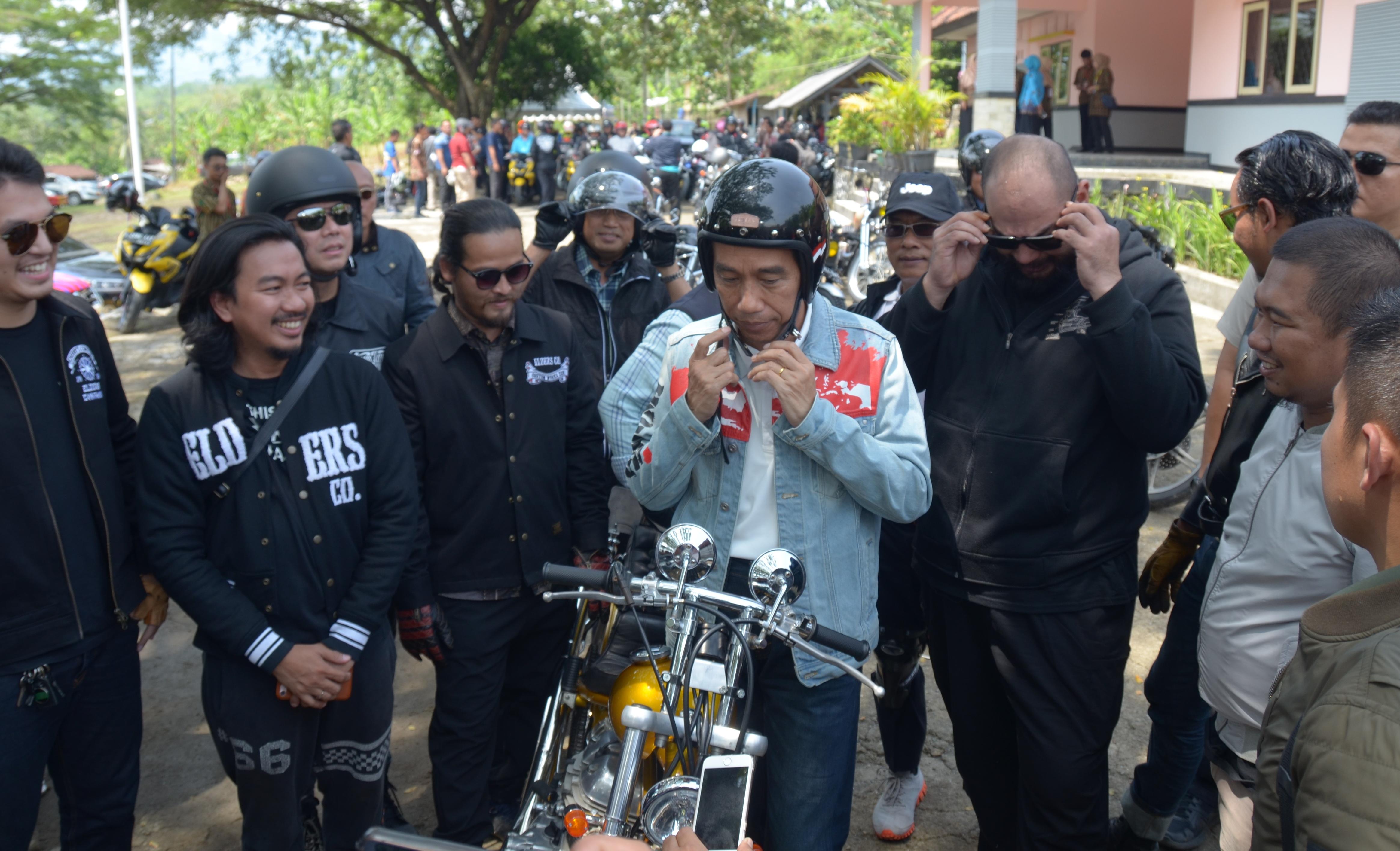 Mengendarai Chopperland, Presiden Jokowi Tinjau Proyek Padat Karya