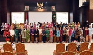 Para Peserta dalam acara Peringatan Hari Kartini di Aula Lantai I Gedung III Kemensetneg, Jumat (20/4). (Foto: Humas/Jay)