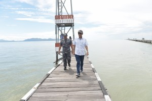 The Presidential Special Envoy Office for Maritime Border Stipulation of the Republic of Indonesia-Malaysia, Eddy Pratomo, while inspecting Indonesian border post on Sebatik Island, Nunukan District, North Kalimantan. (Photo by: Cabinet Secretariat Documentation)