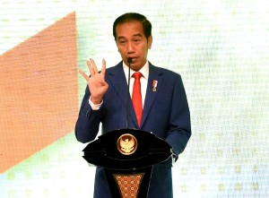 """President Jokowi delivers his remarks at the opening of Indonesia Industrial Summit 2018 and Launching """"Making Indonesia 4.0"""" at Cendrawasih Hall, Jakarta Convention Center (JCC) Senayan, Jakarta, Wednesday (4/4). (Photo by: Rahmat/Public Relations Division of Cabinet Secretariat)."""