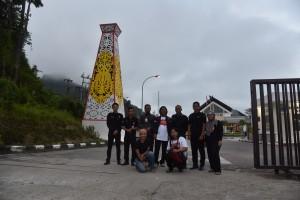 4 orang warganet melakukan peninjauan ke Pos Lintas Batas Negara Entikong, Kabupaten Sanggau, Provinsi Kalimantan Barat, Selasa (24/4). (Foto: Humas/Dhany)