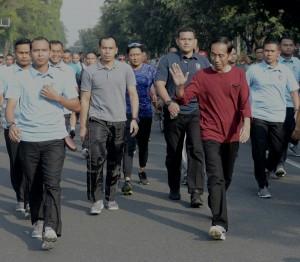 Presiden Jokowi 'Jogging' di 'Car Free Day' Solo, Minggu (1/4). (Foto: BPMI)