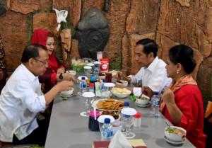 Presiden sarapan soto bersama Ibu Negara di Semarang, Jawa Tengah, Sabtu (13/4). (Foto: BPMI).