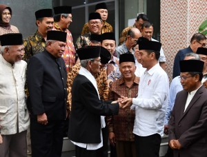 President Jokowi visits the office of West Java Branch of the MUI, Tuesday (17/4). (Photo by: Bureau of Press, Media and Information).