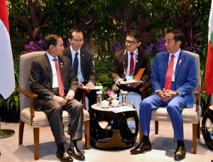 President Joko Widodo holds a bilateral meeting with the President of the Republic of Myanmar Win Myint, in the Bilateral Room 1, Shangri-La Hotel, Singapore, Friday (27/4). (Photo by: Bureau of Press, Media and Information).