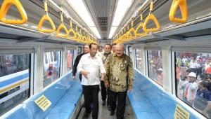 Menhub saat menghadiri acara Penerimaan Trainset LRT Sumatra Selatan, di Pelabuhan Boom Baru, Palembang, Jumat (20/4). (Foto: Kemenhub)