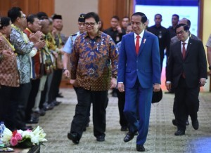 "President Jokowi, accompanied by Minister of Industry and Cabinet Secretary, attends the opening of Indonesia Industrial Summit 2018 and the launch of ""Making Indonesia 4.0"", at Cendrawasih Hall, JCC Senayan, Jakarta, Wednesday (4/4) morning (Photo: Rahmat/PR)."